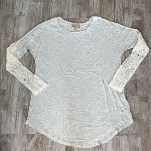 New Super soft top cute partial lace sleeves